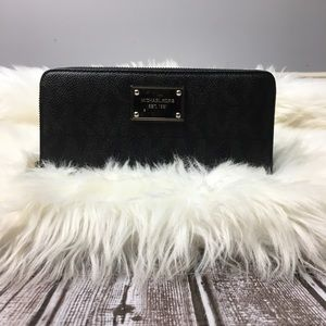 Micheal kors jet set zip around wallet